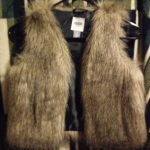 Girls Adorable Faux Fur vest Sz 8